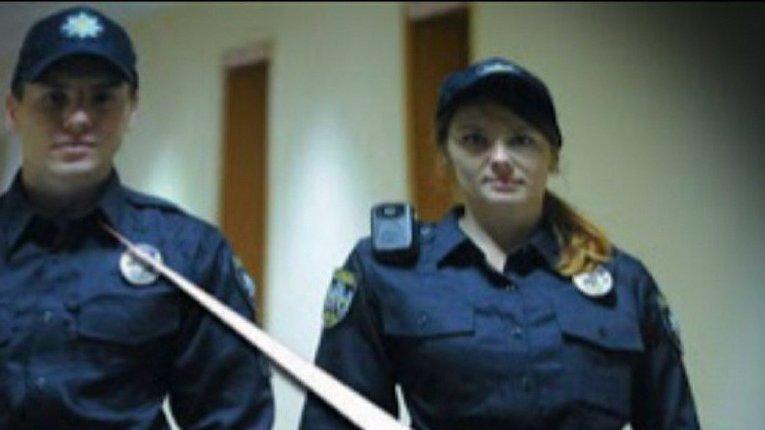 Не відчиняйте двері, навіть якщо за ними стоять «поліціянти»
