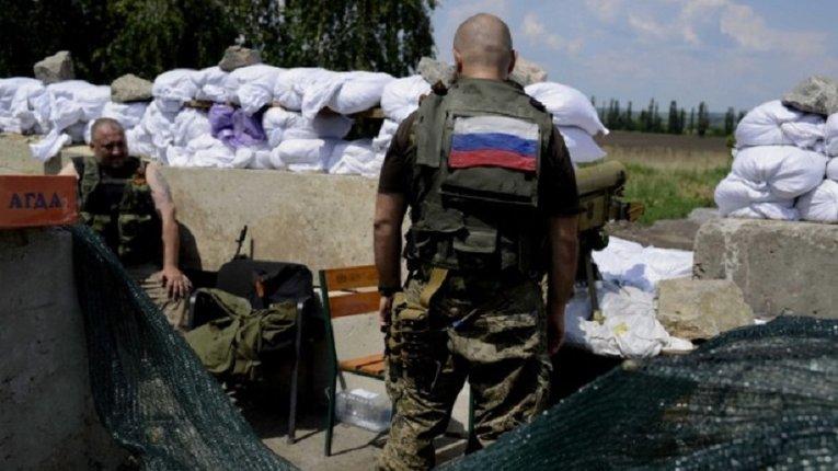 На Донбасі терористи продовжують обстрілювати українських військових