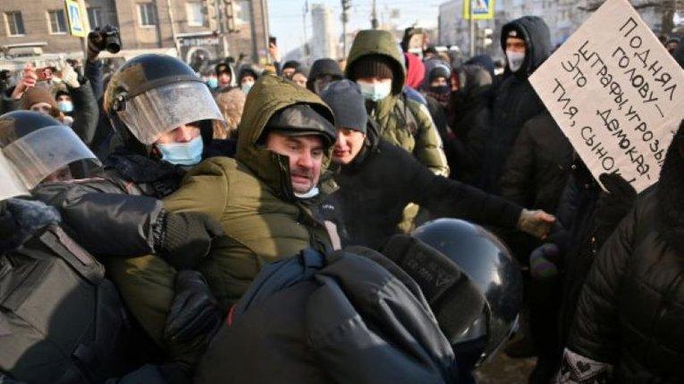 Продуктовий дефіцит на Росії спричинить масові заворушення і погроми, – Bloomberg