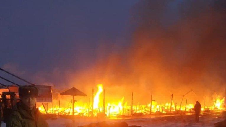 Вогонь повністю знищив військовий табір армії РФ, де проходить репетиція параду до 9 травня