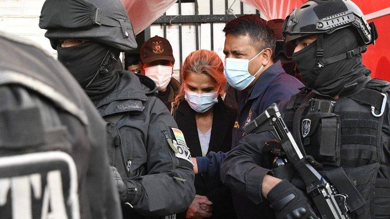 «Весняні посадки»: влада Болівії взялася карати попередників