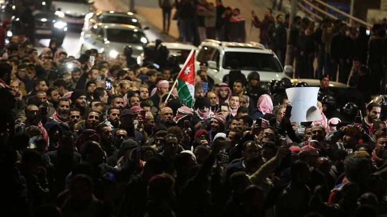 Йорданію охопили антиковідні протести, королівська влада застосовує силу проти громадян