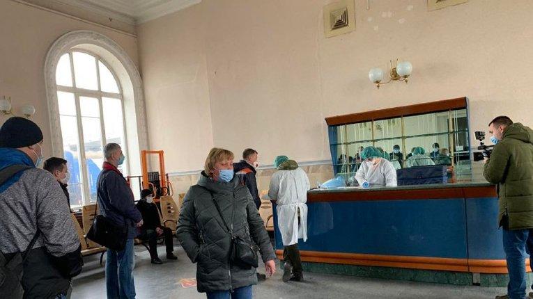 На вокзалі Полтави пасажирів перевірили на коронавірус