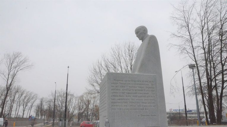 Пам'ятник Омеляну Ковчу
