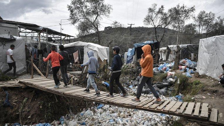 Нелегалам COVID-19 не страшний: ЄС профінансує будівництво нових таборів для мігрантів