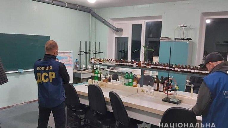 Викладачі медколеджу надсилали наркотики через Нову пошту в Полтаві
