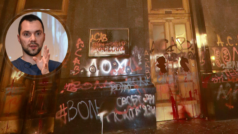 Розмальовані двері ОП: Арестович погрожує репресіями потенційним революціонерам