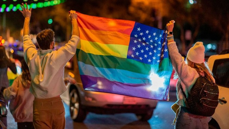 Для Байдена трансґендери важливіші за хворих на COVID-19 американців