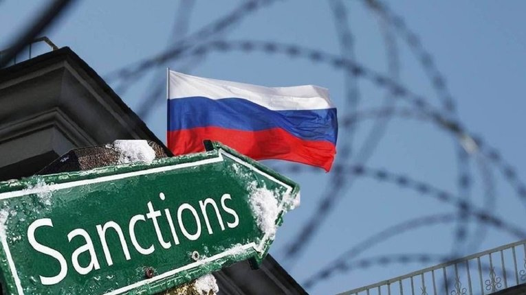 США обіцяють оточенню Путіна санкції та можуть вислати російських розвідників – Bloomberg