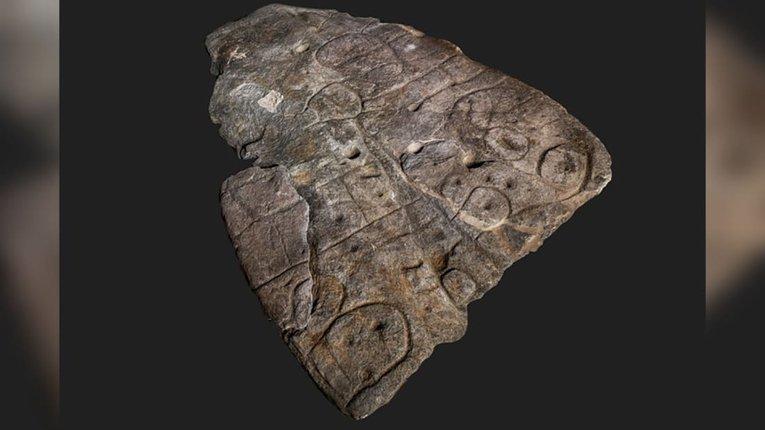 Виявлений у Франції різьблений камінь бронзової доби – найстаріша мапа Європи