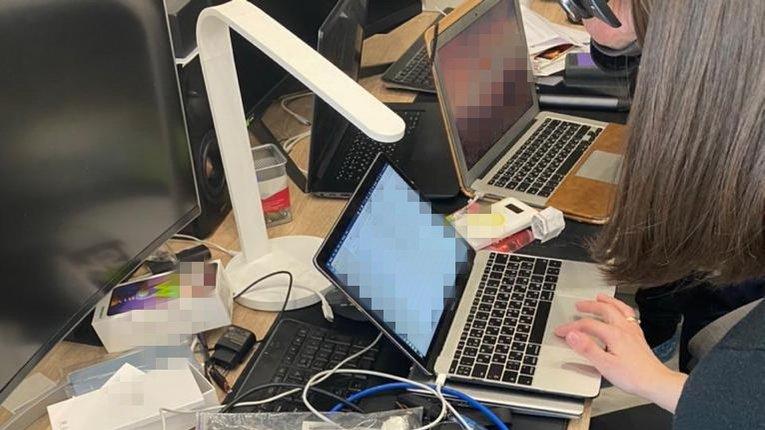 СБУ, спільно з американцями, зловили  хакера, який викрав десятки мільйонів доларів