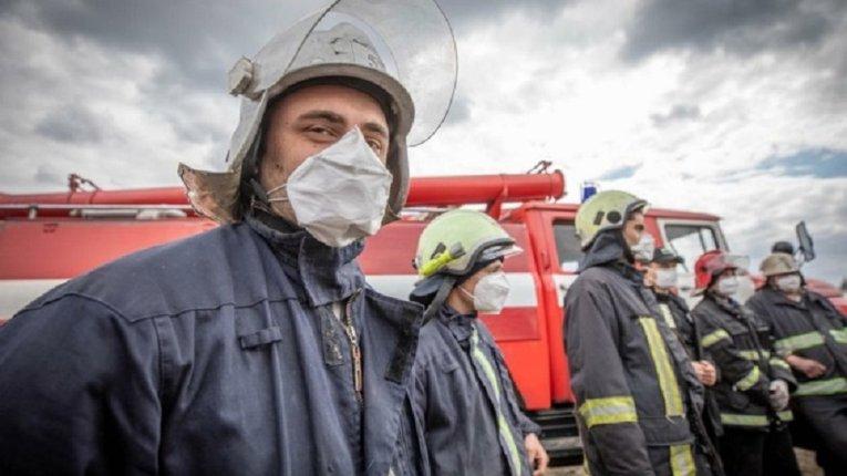 ДСНС: У Сумах під час ліквідації пожежі вогнеборці врятували 4 людини