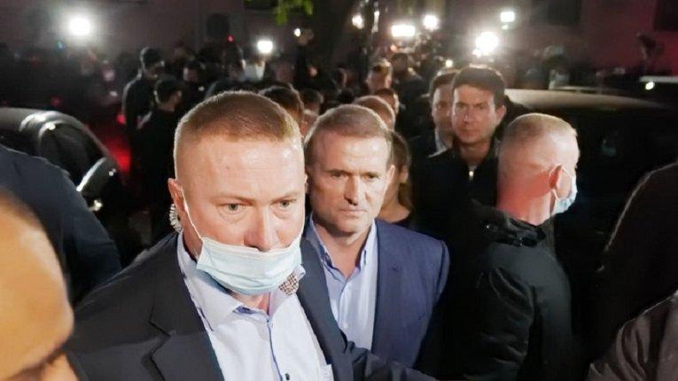 Печерський фарс закінчився домашнім арештом Медведчука