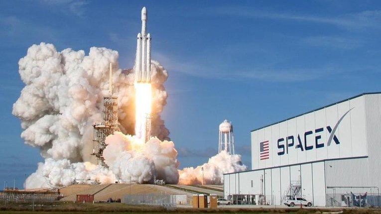 """SpaceX відправить на Місяць модуль компанії українського бізнесмена для програми """"Артеміда"""""""