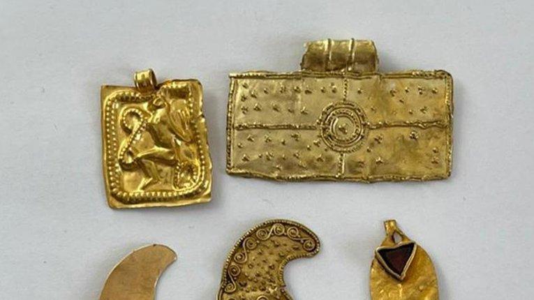 СБУ попередила контрабанду золотих підвісок часів Скіфської доби до Європи