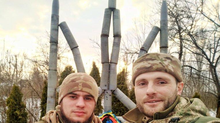 """""""Да Вінчі"""" (ліворуч) і Д. Савченко (праворуч)"""