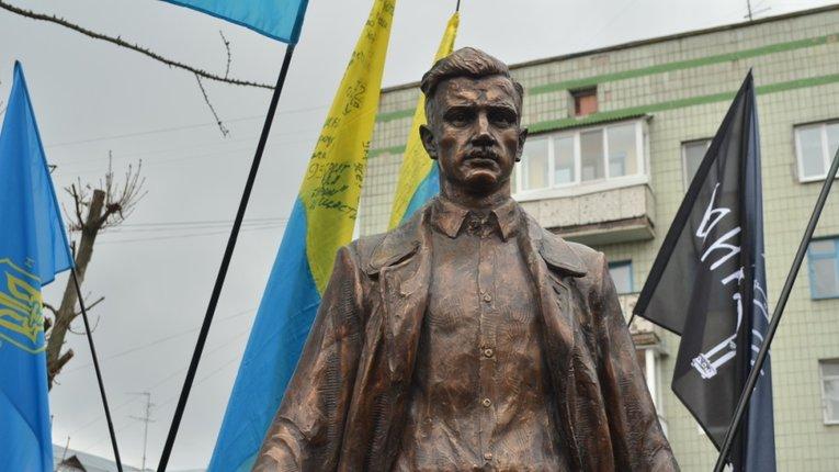 Пам'ятник О. Ольжичу у Житомирі
