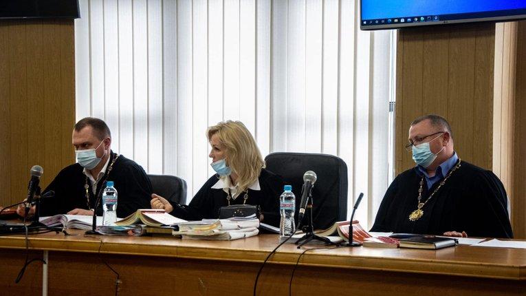 Судді, які дали Стерненку умовний термін за один патрон, подали у відставку