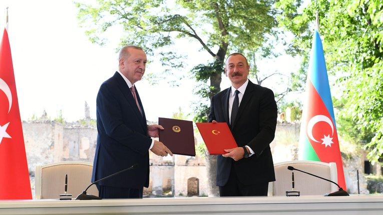 Військово-політичний союз Азербайджану і Туреччини став реальністю