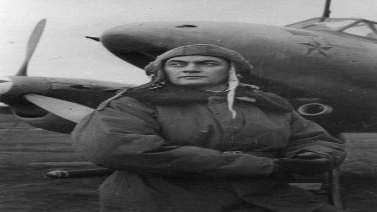 У тіні Амет-Хана Султана незаслужено залишається інший льотчик-кримський татарин - Абдраїм Решидов.