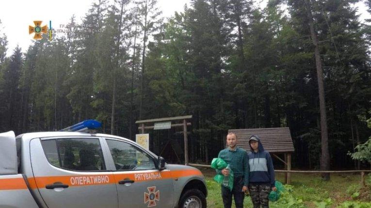 Прикарпаття: На Манявському водоспаді співробітники ДСНС врятували двох туристів