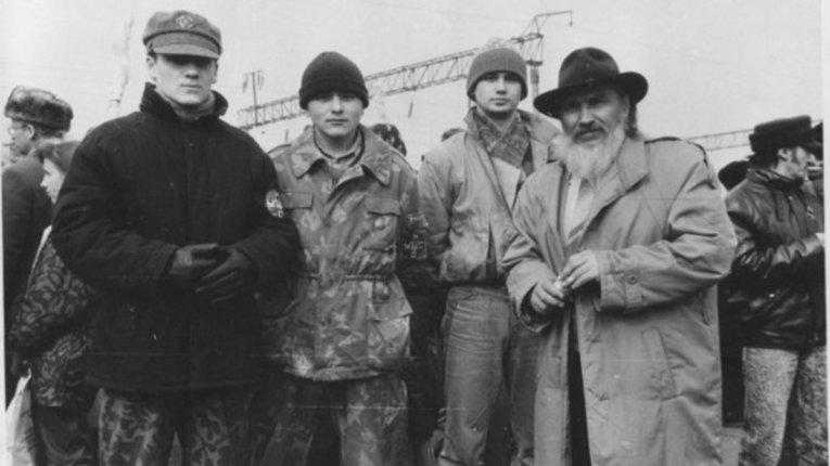 Анатоль Лупиніс з побратимами (перший справа)