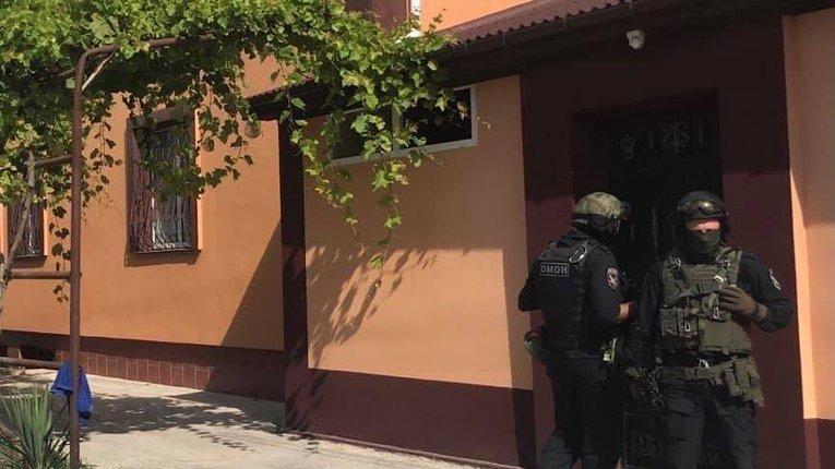 Обшуки, тиск, незаконні затримання: окупанти в Криму продовжують спроби залякати татар