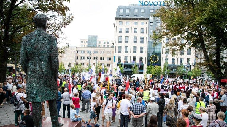 Литовці вийшли на вулиці, протестують проти розселення імміґрантів