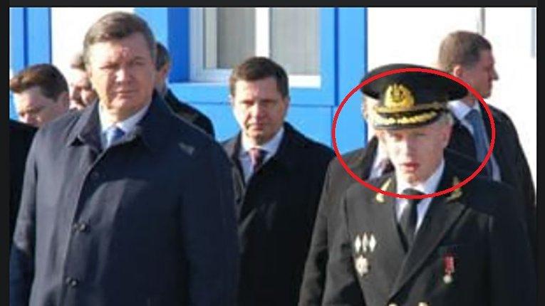 В. Янукович, О. Костусєв і Ю. Васьков (обведений)