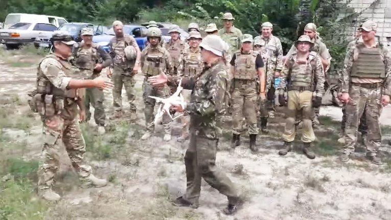 Войовниче волонтерство і війна за українські сенси