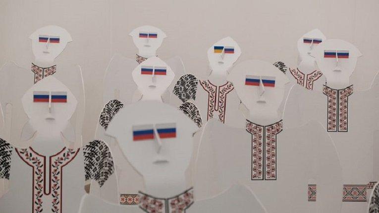 Автора інсталяції «Хохли»у Чернівцях допитали в СБУ