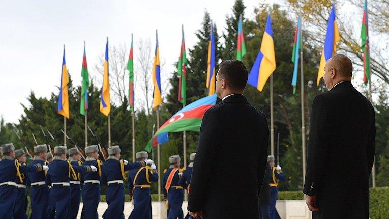 «Ґеополітика тостів»: Москва не дозволить Баку підтримувати Київ