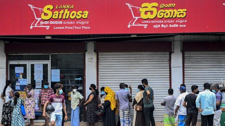 НаШрі-Ланці оголосили надзвичайний стан через нестачу харчів
