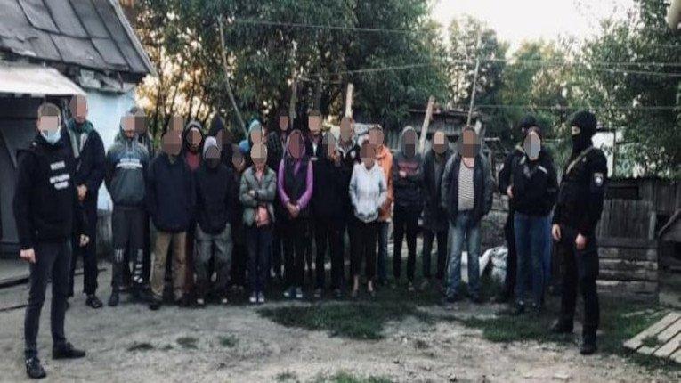 На Дніпропетровщині агрофірма тримала в рабстві 120 людей
