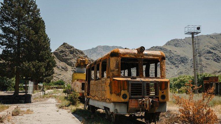 Невтішна доля Вірменської залізниці: де Росія — там руїна