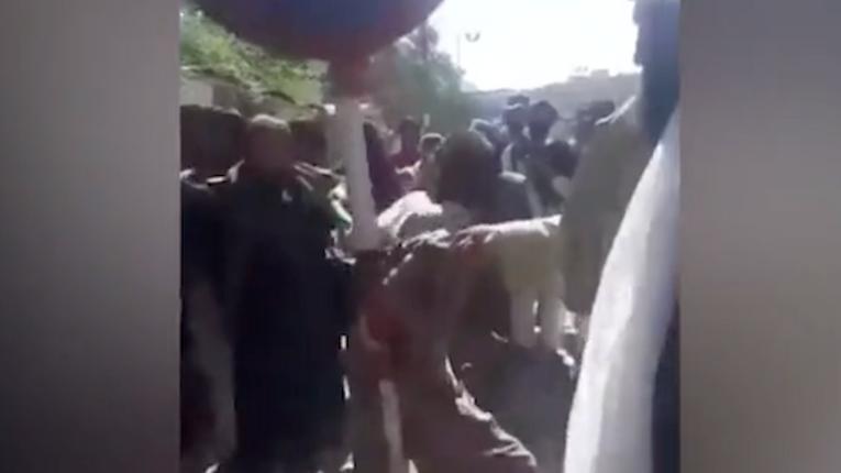 Ату його, ату: ЗМІ таврують талібів за побиття батогом злодія