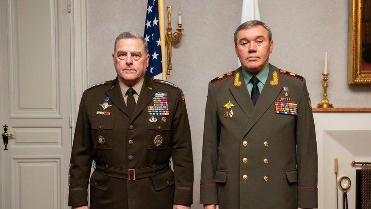 Генерали М. Міллі (ліворуч) та В. Гєрасімов (праворуч)