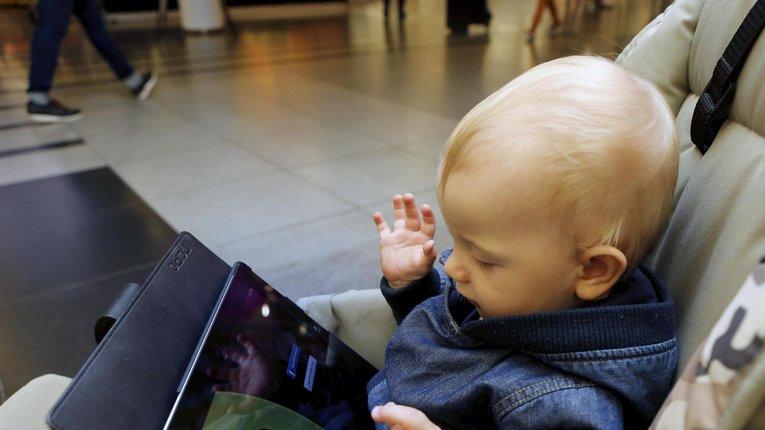 Ґаджети уповільнюють розвиток мовлення у дитини, – фінські науковці