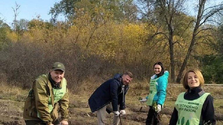 Діти висадили молодий ліс у Миргородському районі