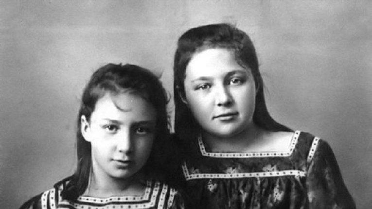 Анастасія (ліворуч) і Марина (праворуч) Цвєтаєви