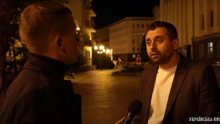 ЗМІ розсекретили таємні зустрічі «зеленого» мушкетера д'Арахамії