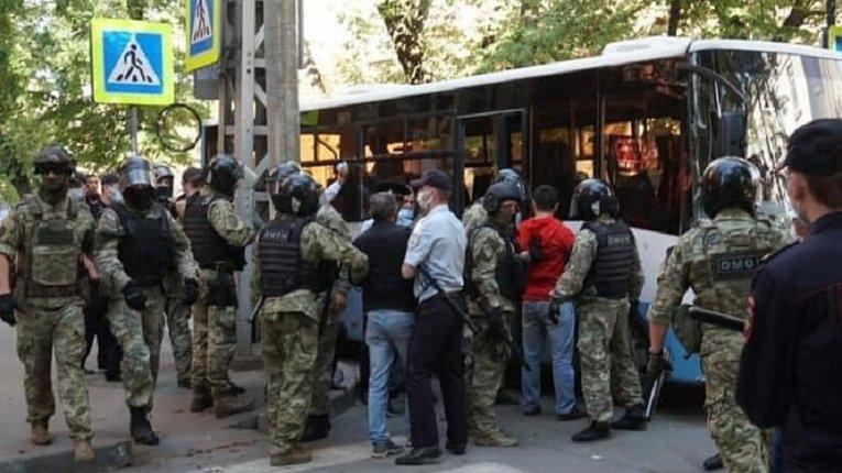 У Криму тривають безпрецедентні переслідування учасників мирних зібрань — правозахисники